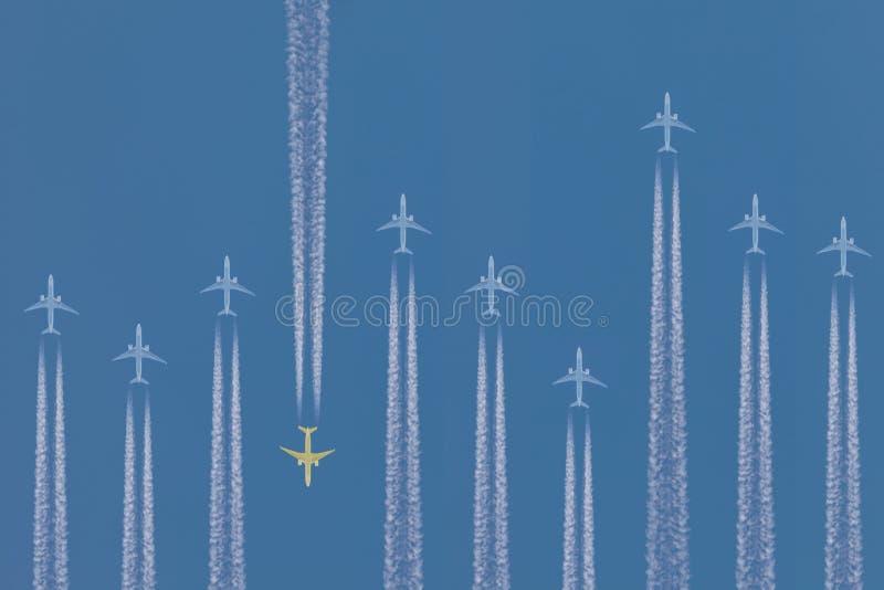 Υπόλοιπος κόσμος των αεροπλάνων που πετούν κοντά στοκ φωτογραφία