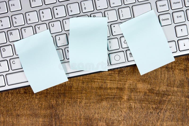 Υπόμνημα στο ασημένιο πληκτρολόγιο υπολογιστών στοκ εικόνα με δικαίωμα ελεύθερης χρήσης