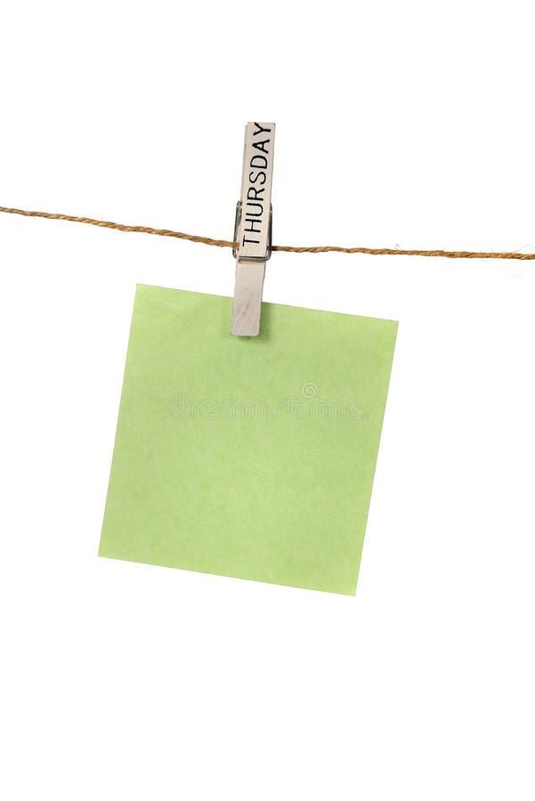 Υπόμνημα Hangin χρώματος με την καρφίτσα υφασμάτων Πέμπτης στοκ φωτογραφία με δικαίωμα ελεύθερης χρήσης