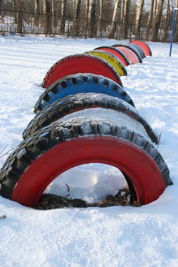 Υπόλοιπος κόσμος των λαμπρά χρωματισμένων ροδών στο χιόνι, Ρωσία στοκ φωτογραφίες με δικαίωμα ελεύθερης χρήσης