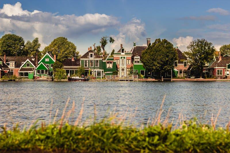 Υπόλοιπος κόσμος των παλαιών παραδοσιακών ολλανδικών σπιτιών σε Zaanse Schans σε Netherl στοκ εικόνες με δικαίωμα ελεύθερης χρήσης