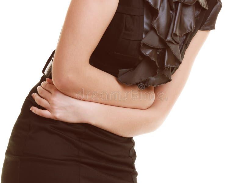 δυσπεψία Κινηματογράφηση σε πρώτο πλάνο της γυναίκας που πάσχει από τον πόνο στομαχιών στοκ εικόνες