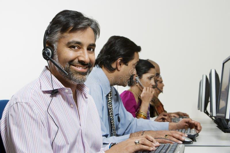 Υφάσματα εξυπηρέτησης πελατών στο τηλεφωνικό κέντρο στοκ εικόνες