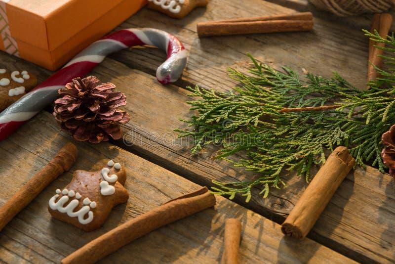 Υψηλή άποψη αγγέλου της διακόσμησης Χριστουγέννων με το καρύκευμα στοκ φωτογραφίες με δικαίωμα ελεύθερης χρήσης