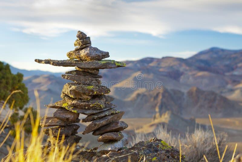 Υψηλή έρημος Inukshuk στοκ φωτογραφία με δικαίωμα ελεύθερης χρήσης