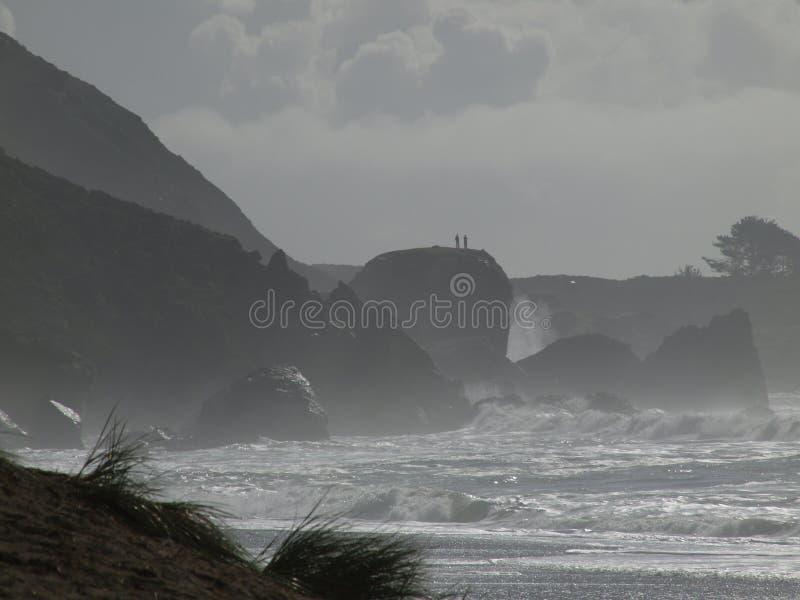 υψηλή κυματωγή βράχων παρα& στοκ φωτογραφία με δικαίωμα ελεύθερης χρήσης
