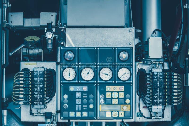 Υψηλός ηλεκτρικός έλεγχος μετρητών βαλβίδων υδραντλιών στοκ φωτογραφία με δικαίωμα ελεύθερης χρήσης