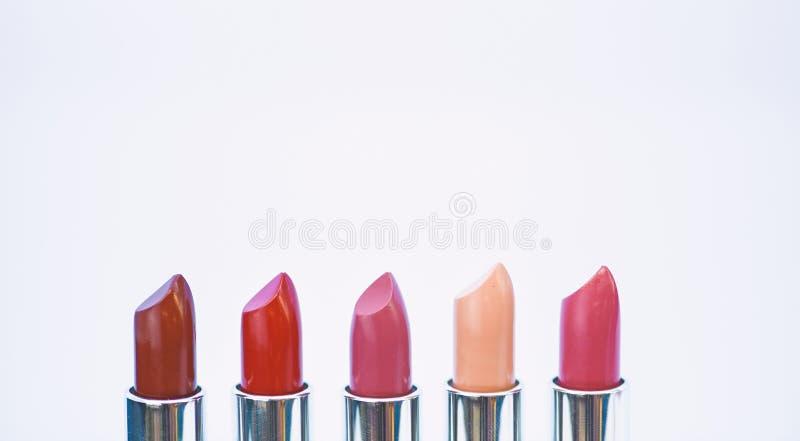 Υψηλός - ποιοτικό κραγιόν Καλλιτεχνία καλλυντικών r Χρώμα επιλογών που σας ταιριάζει Συγκρίνετε makeup στοκ φωτογραφίες με δικαίωμα ελεύθερης χρήσης