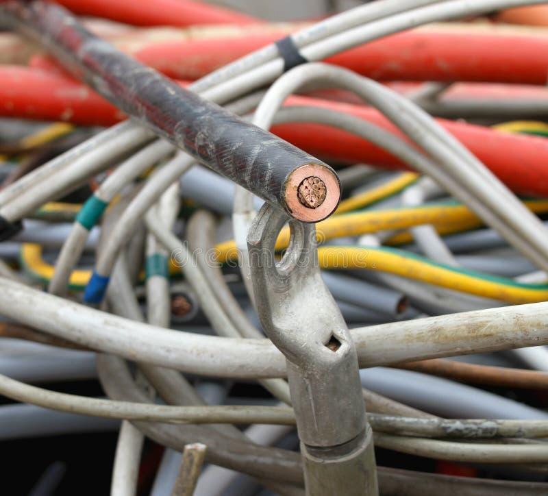 Υψηλής τάσεως ηλεκτρικό lug καλωδίων και χαλκού τερματικό στοκ εικόνα με δικαίωμα ελεύθερης χρήσης