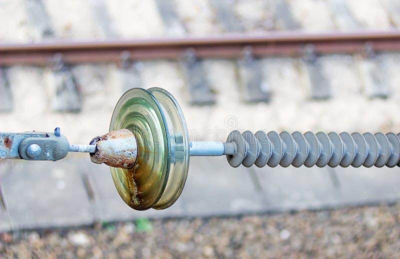 Υψηλής τάσεως κεραμικός μονωτής στο σιδηρόδρομο στοκ εικόνα με δικαίωμα ελεύθερης χρήσης