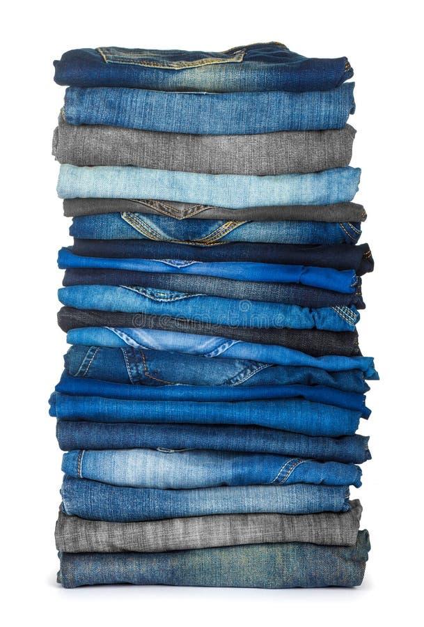 Υψηλός σωρός των διάφορων σκιών του τζιν παντελόνι στοκ φωτογραφία με δικαίωμα ελεύθερης χρήσης