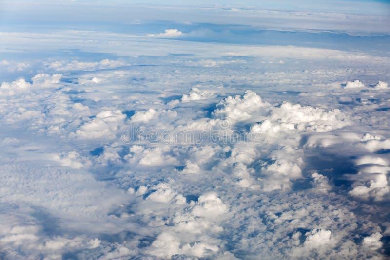 Υψηλότερος από τα σύννεφα στοκ εικόνα