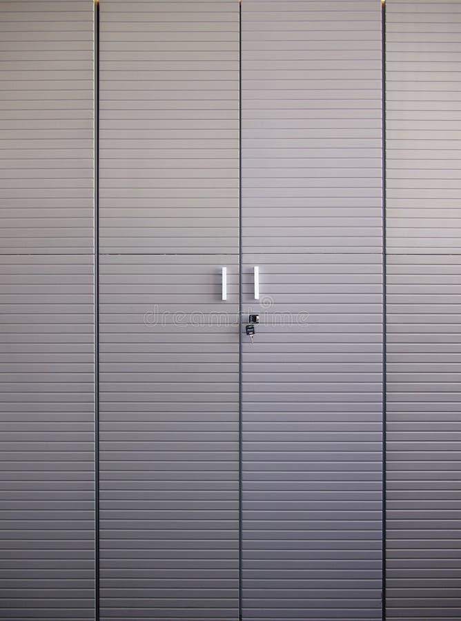 Υψηλό γκρίζο ντουλάπι γραφείων στοκ εικόνα