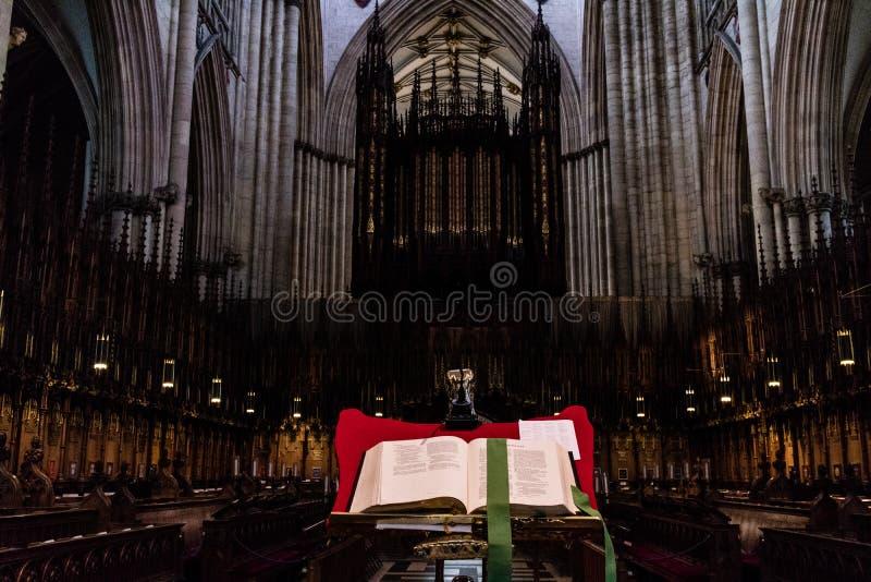 Υόρκη, Ηνωμένο Βασίλειο - 02/08/2018: Μέσα στο μοναστηριακό ναό της Υόρκης στοκ εικόνα
