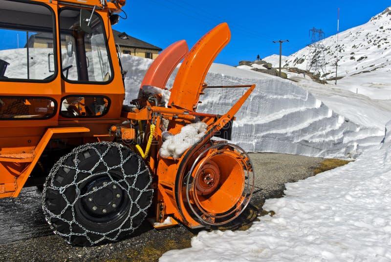 Υδατοπτώσεις τρυπανιών και απαλλαγής ενός ανεμιστήρα χιονιού στοκ φωτογραφία με δικαίωμα ελεύθερης χρήσης