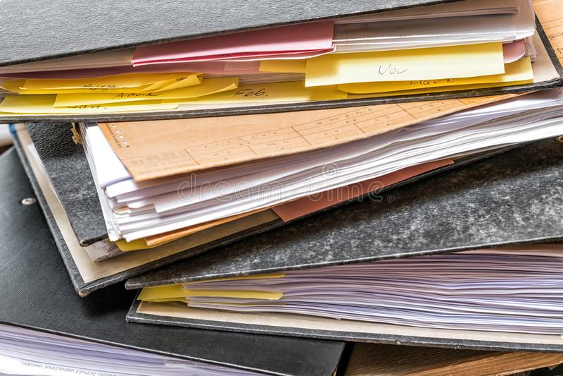 Φάκελλος αρχείων με το έγγραφο για το γραφείο γραφείων στοκ φωτογραφία με δικαίωμα ελεύθερης χρήσης