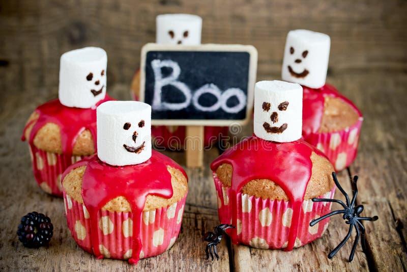 Φάντασμα αποκριών cupcakes με το λούστρο και marshmallow βατόμουρων στοκ φωτογραφία με δικαίωμα ελεύθερης χρήσης
