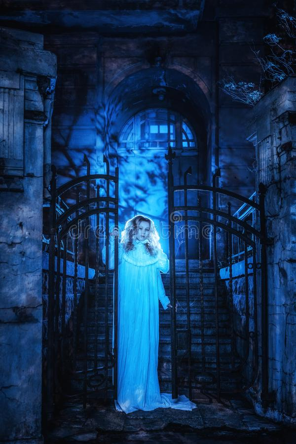 Φάντασμα στη νύχτα στοκ φωτογραφία