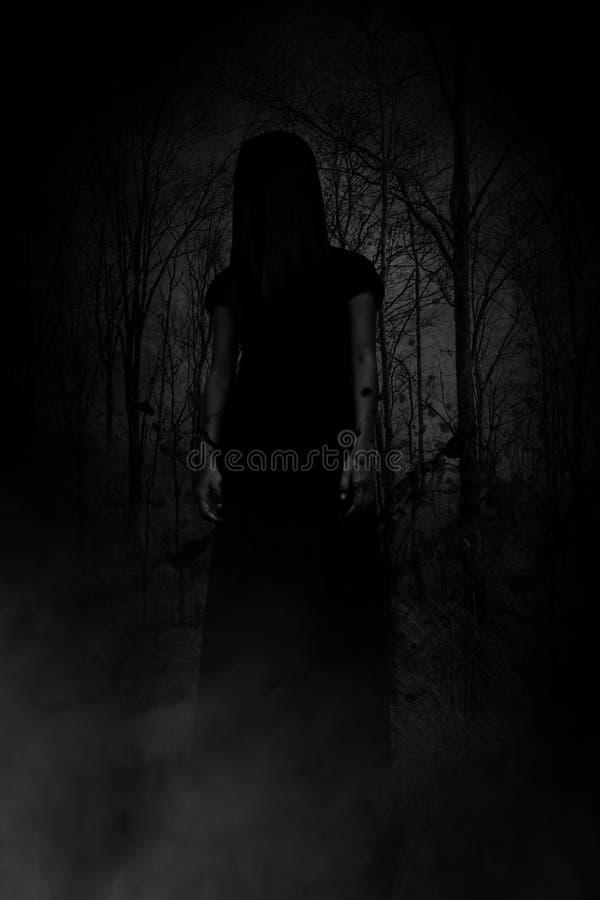 Φάντασμα στο δάσος στοκ εικόνα με δικαίωμα ελεύθερης χρήσης