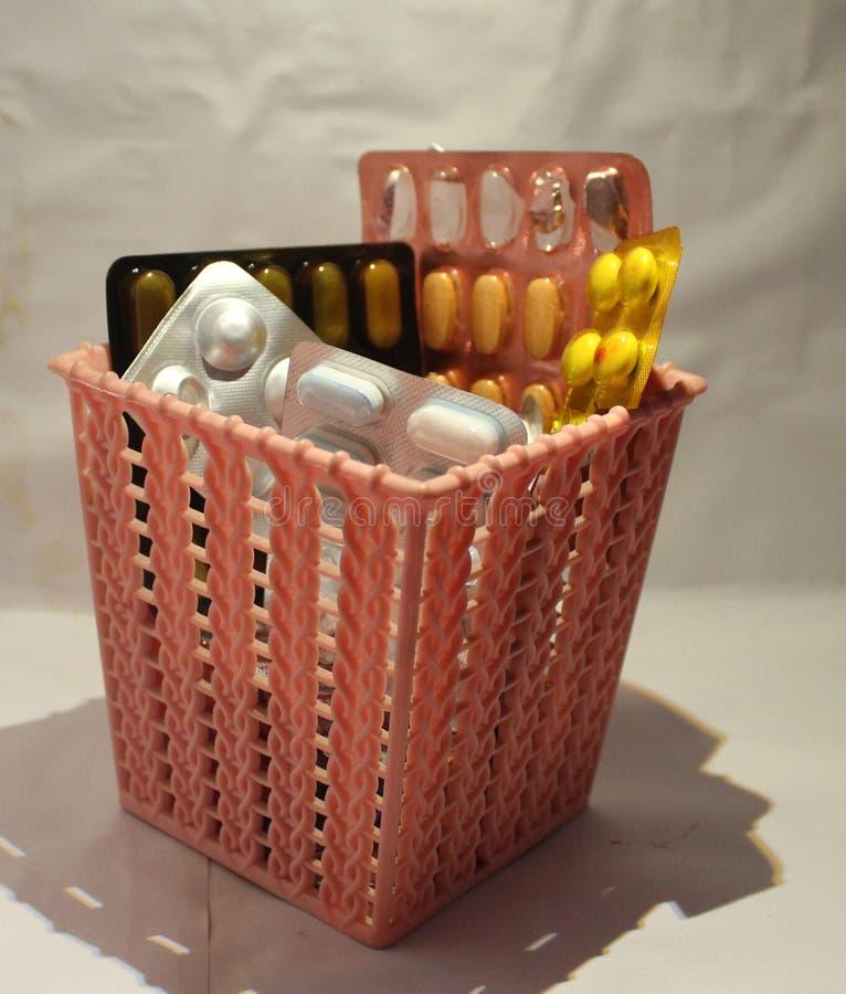 Φάρμακα που γίνονται βασικό μέρος της ανθρώπινης διατροφής πριν από ή μετά από το γεύμα στοκ εικόνες με δικαίωμα ελεύθερης χρήσης