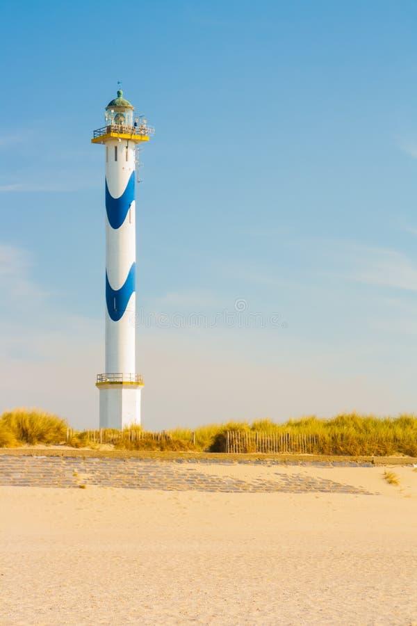 Φάρος στην παραλία στοκ φωτογραφία με δικαίωμα ελεύθερης χρήσης