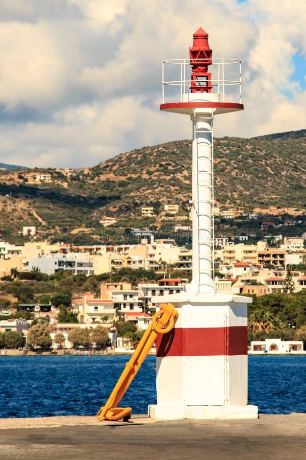 Φάρος στο λιμένα του Άγιου Νικολάου Ελλάδα στοκ εικόνα με δικαίωμα ελεύθερης χρήσης