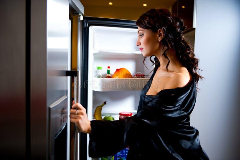 φάτε να φανεί κάτι στη γυναί&kap στοκ φωτογραφία με δικαίωμα ελεύθερης χρήσης