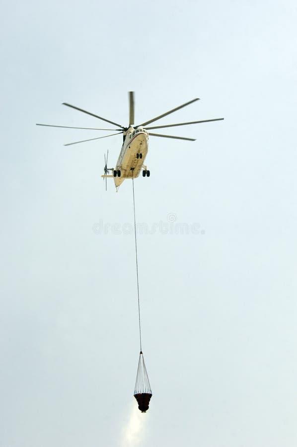 φέρνοντας ελικόπτερο πυρ στοκ φωτογραφίες