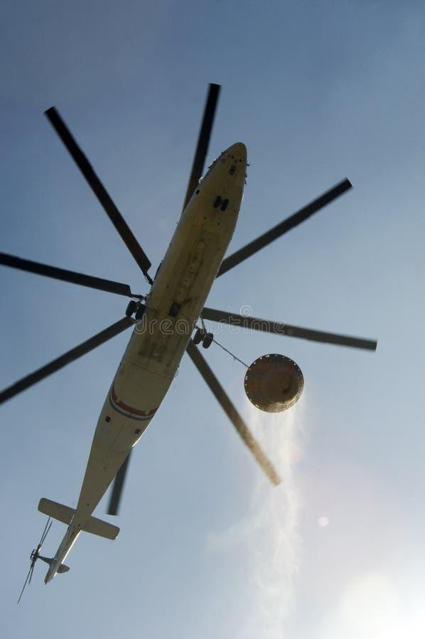 φέρνοντας ελικόπτερο πυρ στοκ εικόνα με δικαίωμα ελεύθερης χρήσης