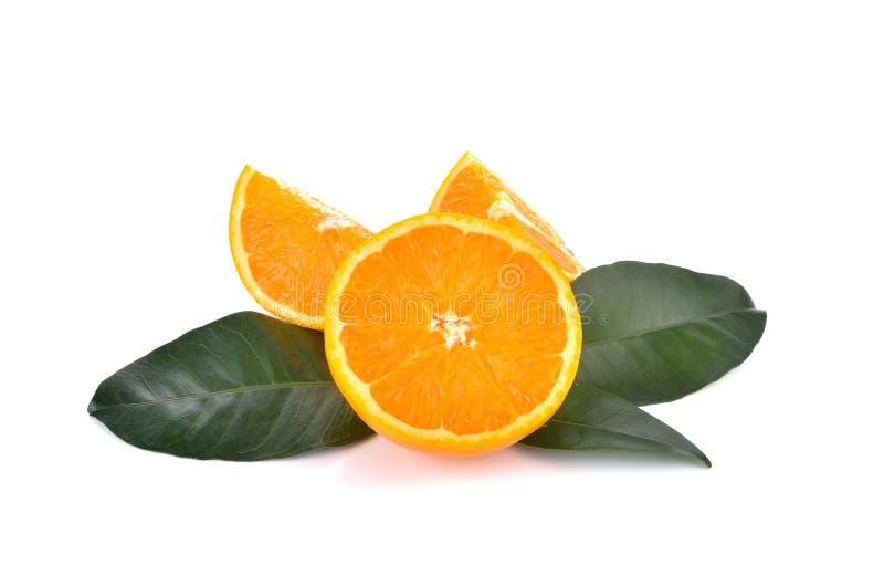 Φέτα του φρέσκου πορτοκαλιού στο άσπρο υπόβαθρο στοκ φωτογραφία