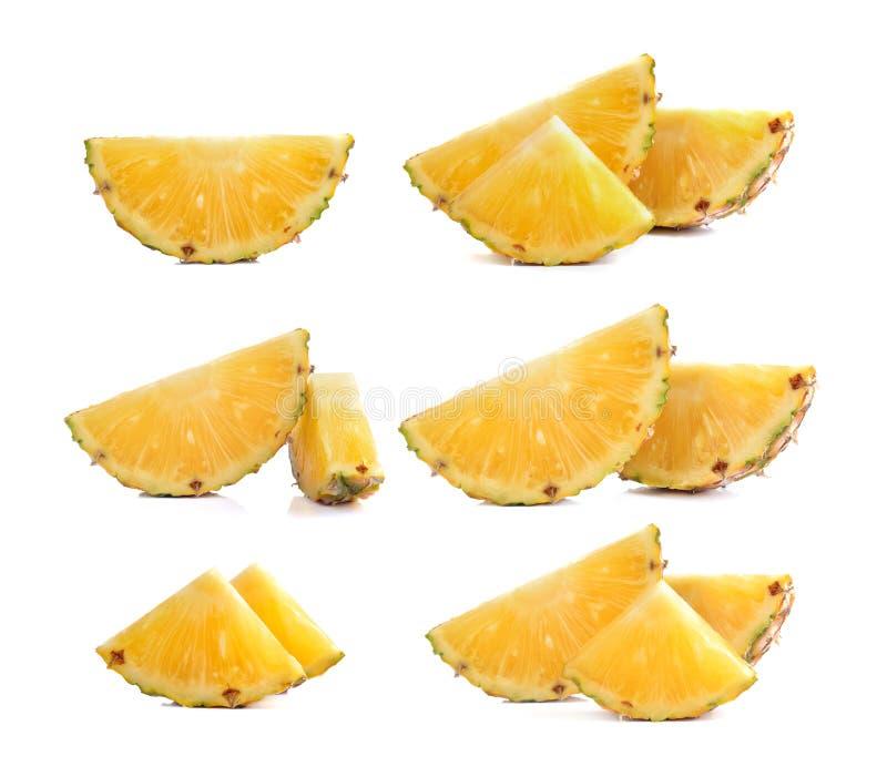 Φέτα του ώριμου ανανά που απομονώνεται στο λευκό στοκ εικόνα