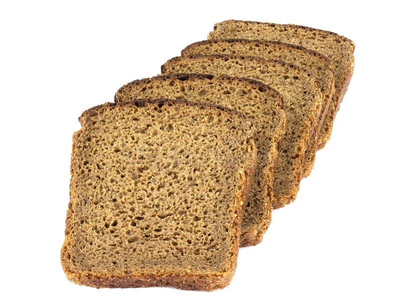 Φέτες από ψωμί σίκαλης, απομονωμένες σε λευκό φόντο στοκ εικόνες