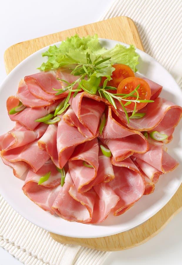 Φέτες του καπνισμένου λαιμού χοιρινού κρέατος στοκ εικόνες με δικαίωμα ελεύθερης χρήσης