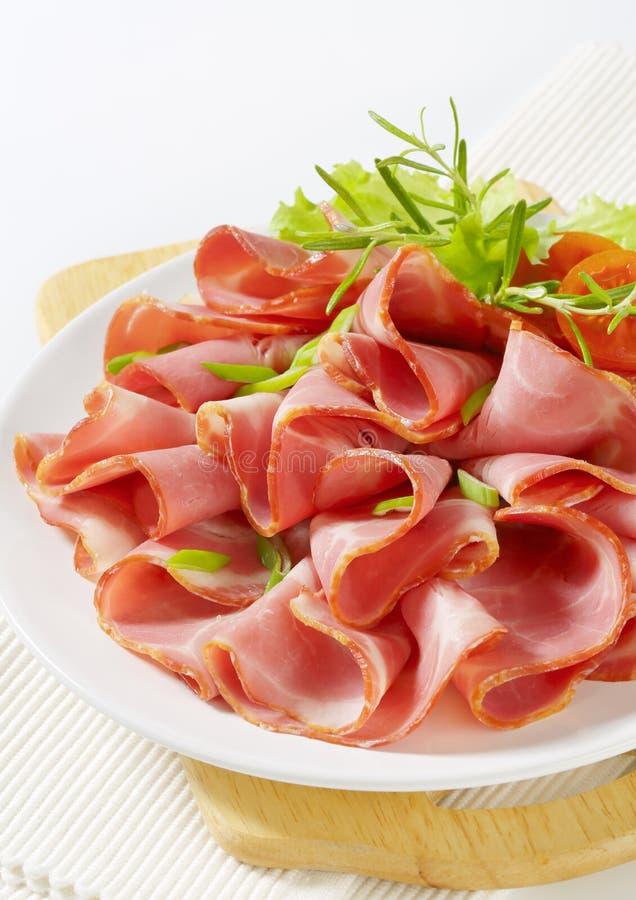 Φέτες του καπνισμένου λαιμού χοιρινού κρέατος στοκ φωτογραφίες με δικαίωμα ελεύθερης χρήσης