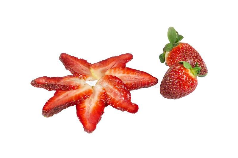 Φέτες των φραουλών και ολόκληρων των φρούτων στοκ φωτογραφία
