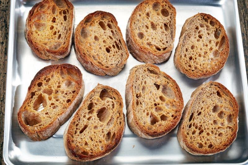 Φέτες ψωμιού στο τηγάνι στοκ φωτογραφία με δικαίωμα ελεύθερης χρήσης