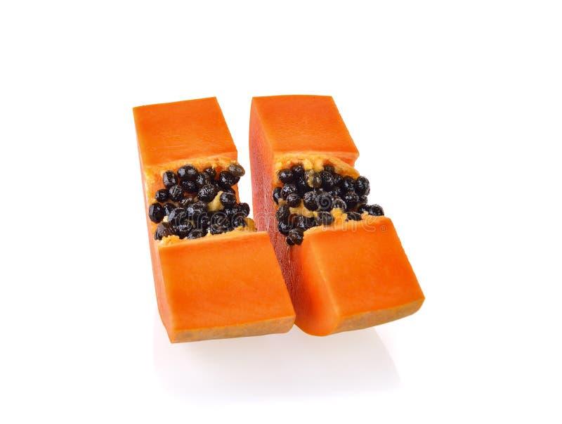 Φέτες ώριμο papaya στο άσπρο υπόβαθρο στοκ εικόνες