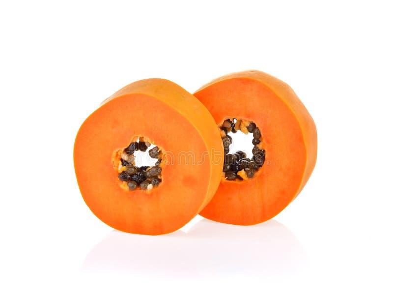 Φέτες ώριμο papaya στο άσπρο υπόβαθρο στοκ εικόνες με δικαίωμα ελεύθερης χρήσης