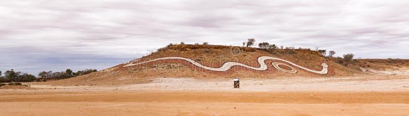 Φίδι Dreamtime στην πλευρά του βουνού στοκ εικόνες