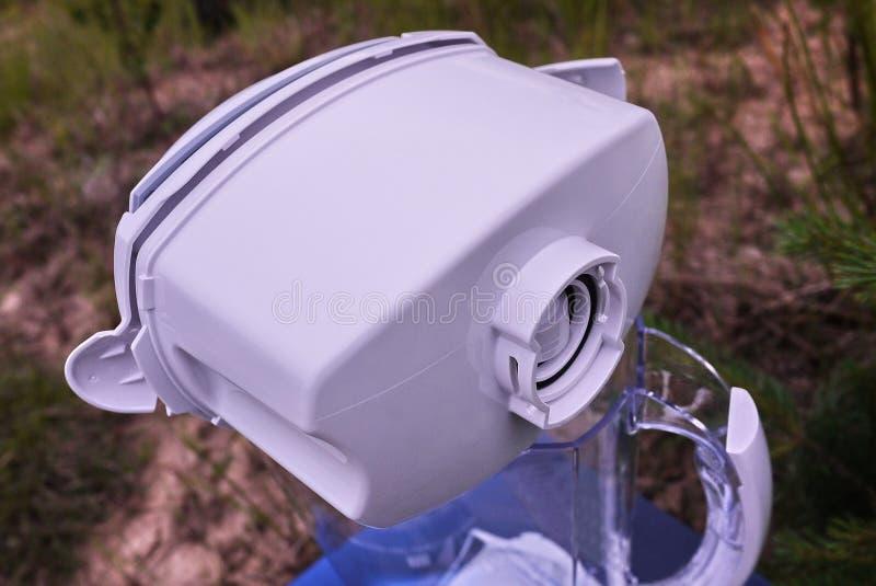 Φίλτρο για τον καθαρισμό του νερού βρύσης r στοκ εικόνες