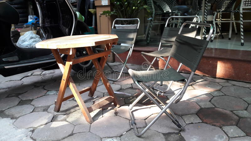 Φίνοι πίνακας και καρέκλες στοκ φωτογραφία με δικαίωμα ελεύθερης χρήσης