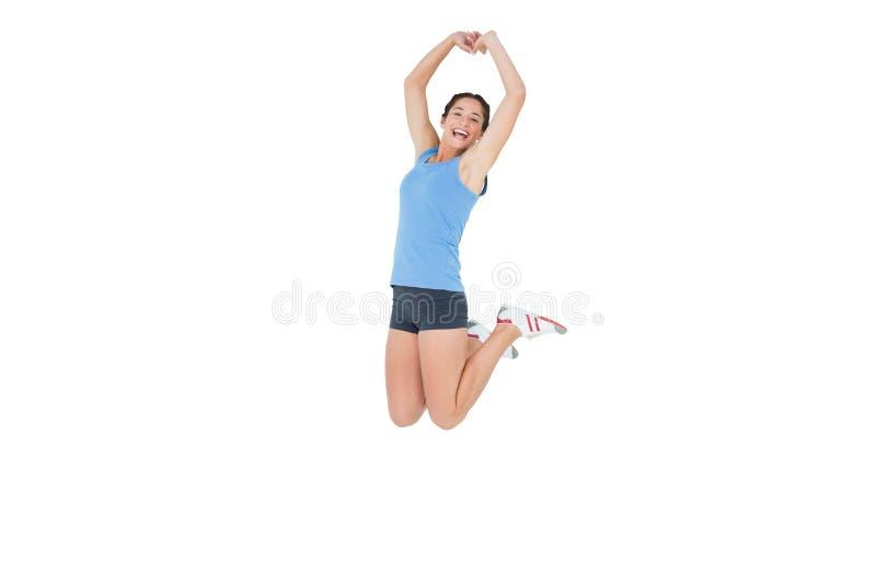 Φίλαθλη γυναίκα που πηδά πέρα από το άσπρο υπόβαθρο στοκ φωτογραφία