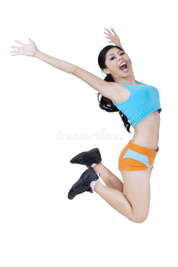 Φίλαθλη γυναίκα που πηδά πέρα από το λευκό στοκ εικόνα