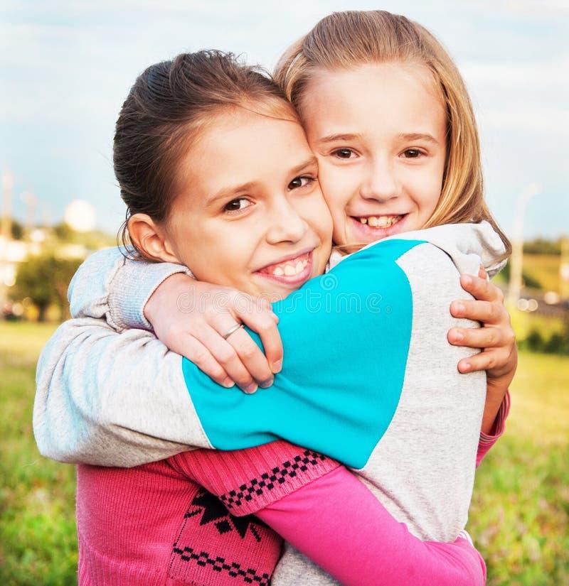 Φίλοι κοριτσιών στοκ φωτογραφία με δικαίωμα ελεύθερης χρήσης
