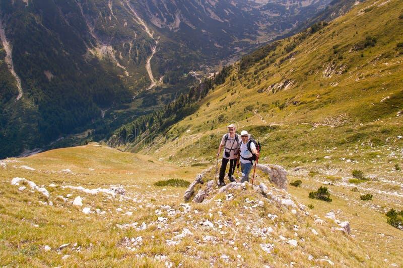 Φίλοι στο βουνό Pirin στοκ εικόνες