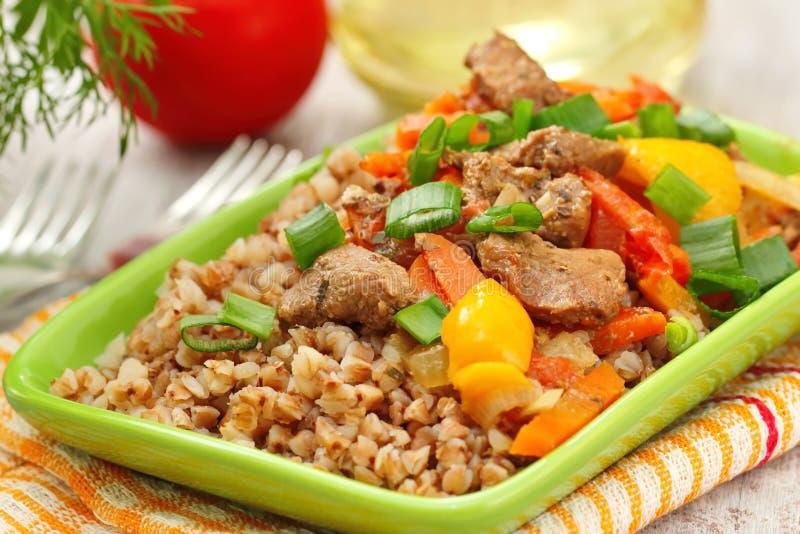 Φαγόπυρο με το κρέας και τα λαχανικά στοκ εικόνες με δικαίωμα ελεύθερης χρήσης