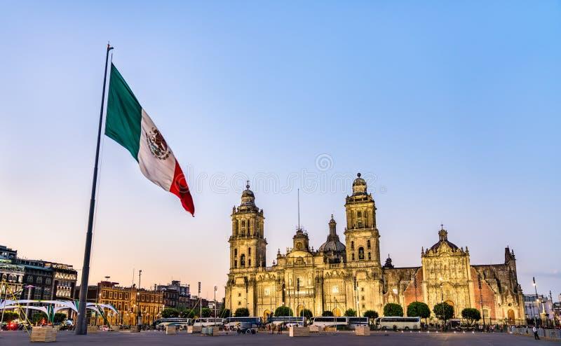 Φακός και Μητροπολιτικός Καθεδρικός Ναός της Πόλης του Μεξικού στοκ εικόνες με δικαίωμα ελεύθερης χρήσης