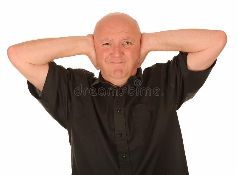 Φαλακρό άτομο που καλύπτει τα αυτιά στοκ εικόνες