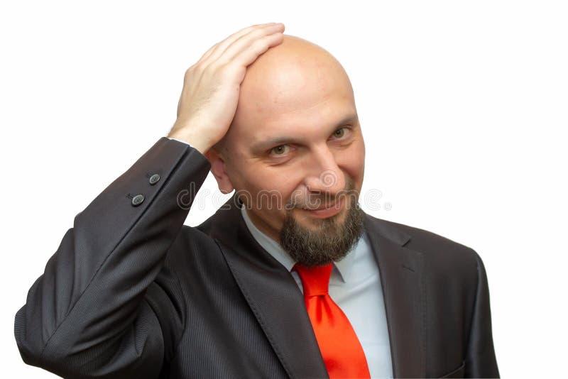 Φαλακρό άτομο στο κοστούμι, ξυρισμένο επικεφαλής, άσπρο υπόβαθρο στοκ εικόνες