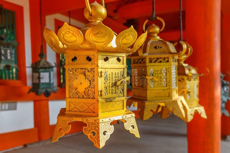 Φανάρια χαλκού σε Kasuga Taisha στο Νάρα στοκ φωτογραφία